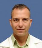 Доктор Цви Лидар – опытный нейрохирург, специалист по операциям на позвоночнике, в том числе малоинвазивным