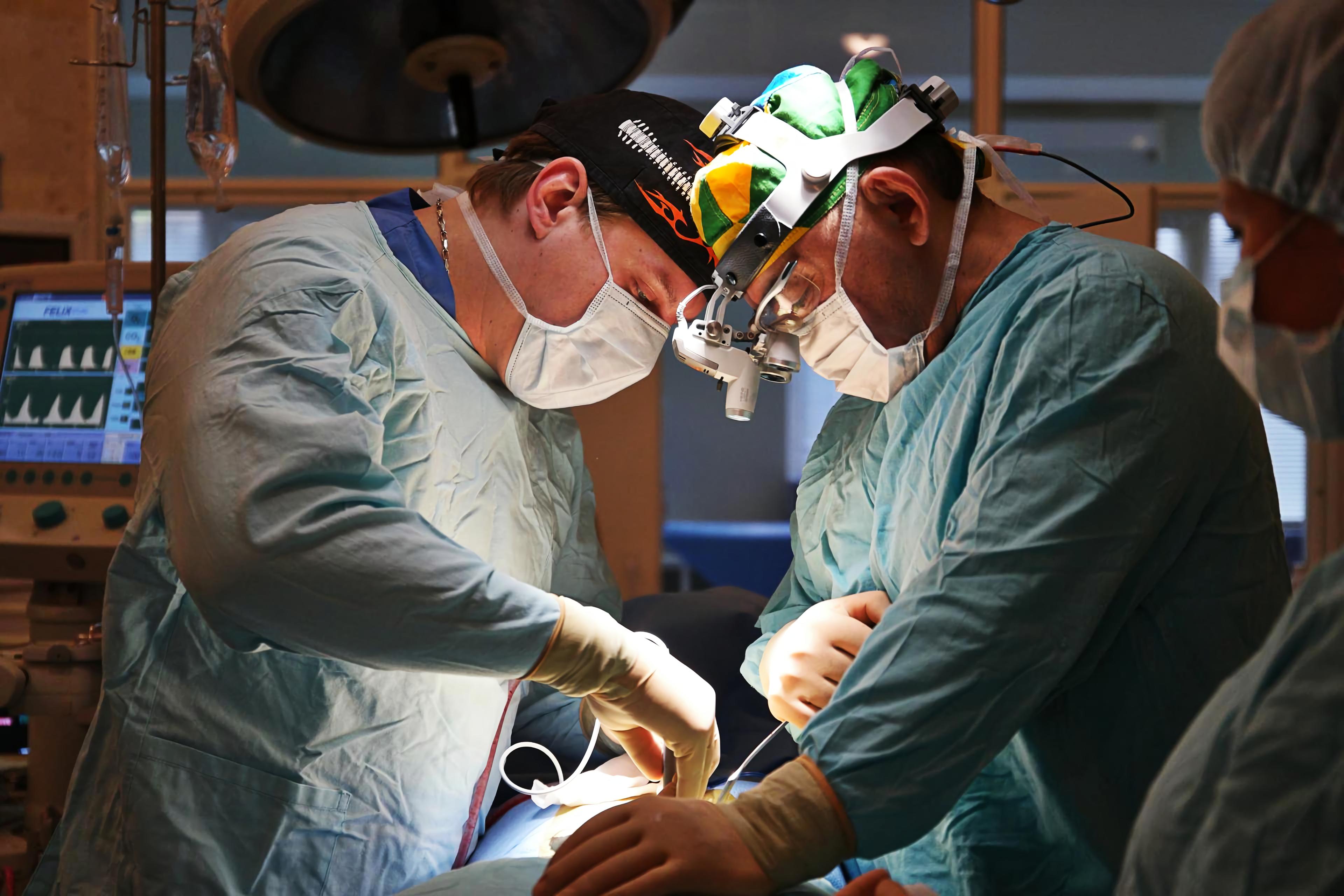 В клинике Ихилов малоинвазивная гистерэктомия выполняется с применением современного оборудования врачами с мировым именем